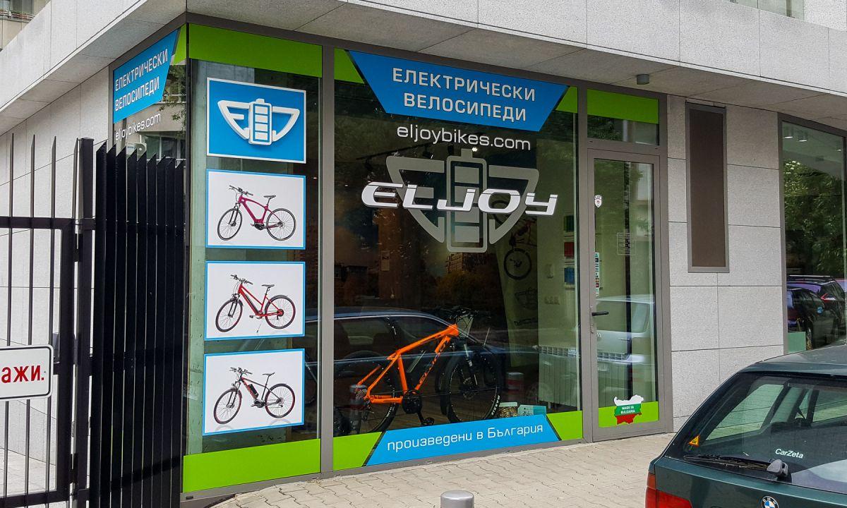 Смарт Дизайн ООД, Варна, Студио за реклама, Фолио бранд на витрина, несветещо обемно лого